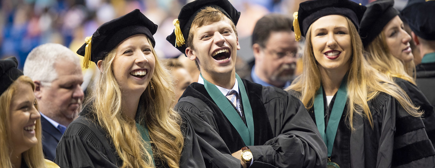 Gradustes enjoy themselves at Commencement